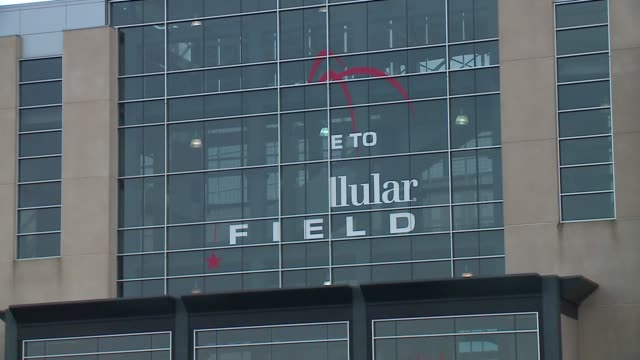 WGN Crews removed the White Sox's US Cellular Field signs in order to replace them with Guaranteed Rate Field signs on Oct 31 2016 in Chicago