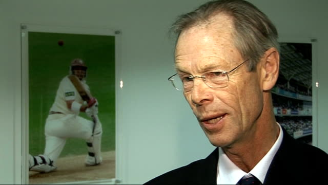 vídeos de stock, filmes e b-roll de cricket commentator christopher martinjenkins dies 1842008 / t18040834 christopher martinjenkins interview - comentarista