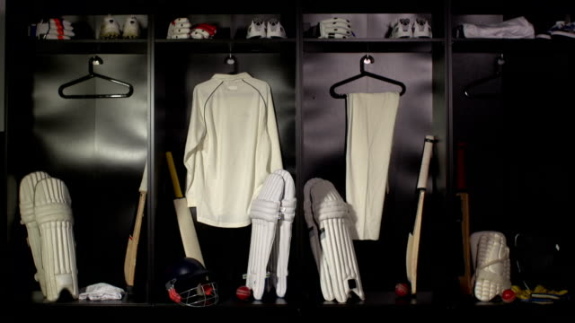cricket locker/modifica camera-dolly hd (sport uniforme) - cricket video stock e b–roll