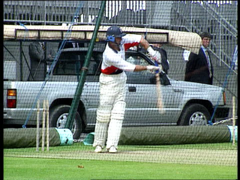 stockvideo's en b-roll-footage met nasser hussain new england captain lib england london nasser hussain training in nets - channel 4 news