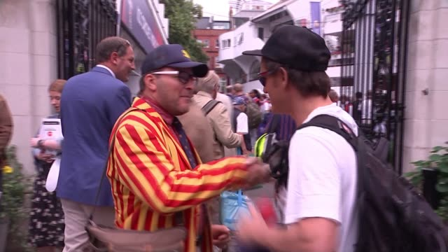 vídeos de stock, filmes e b-roll de england lose to australia to leave world cup hopes hanging by a thread england london lord's cricket ground ext australia fans embracing before start... - campeonato esportivo
