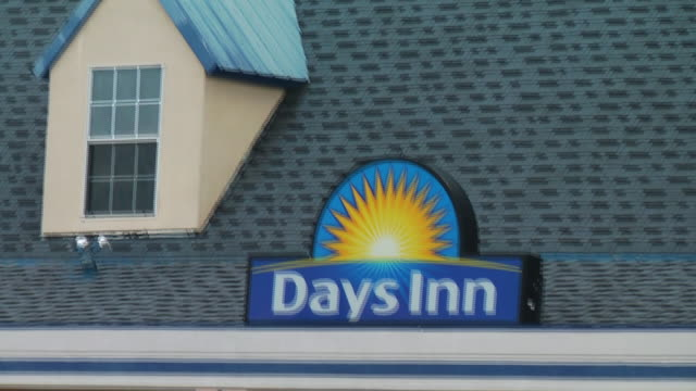 crime scene exteriors at days inn hotel in bossier louisiana where a missing texas girl was found on may 26th 2015 an fbi agent was shot and the... - inn stock videos & royalty-free footage