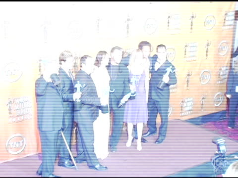 stockvideo's en b-roll-footage met crime scene investigation' cast winners for outstanding ensemble in a drama series at the 2005 screen actors guild sag awards photo room at the... - ensemble lid