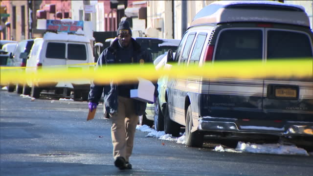 wpix crime scene investigation in new york city - 犯罪捜査点の映像素材/bロール