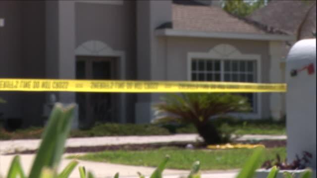 vidéos et rushes de crime scene tape surrounds a house. - crime