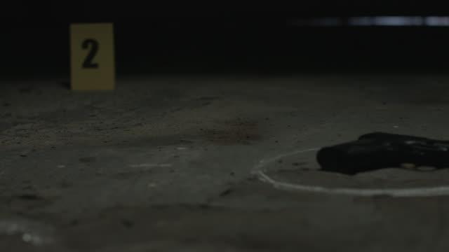 犯罪現場  - チョークの跡点の映像素材/bロール