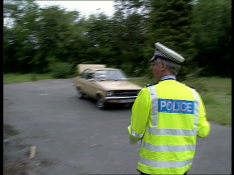 stockvideo's en b-roll-footage met crime statistics; cf tape no longer available england cms police officer wearing yellow jacket ) cr2553 hampshire and carrying radio walking around... - audio available