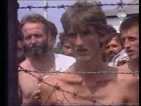 slobodan milosevic war crimes trial; lib *** prison camp shots 6.8.92 are itn exclusive - but no reuse and no resale without clearance from john... - slobodan milosevic stock-videos und b-roll-filmmaterial