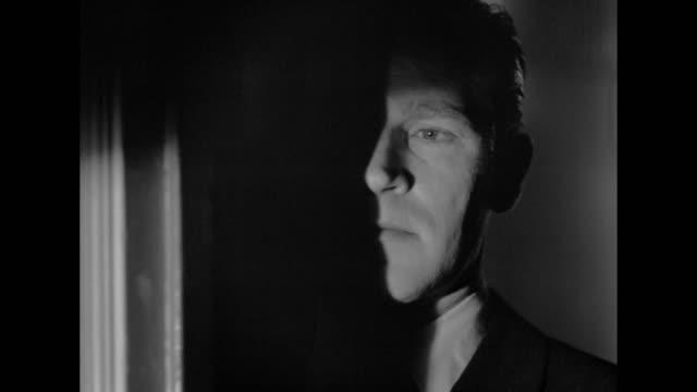 vidéos et rushes de 1948 a criminal attempts to outsmart detectives - détective
