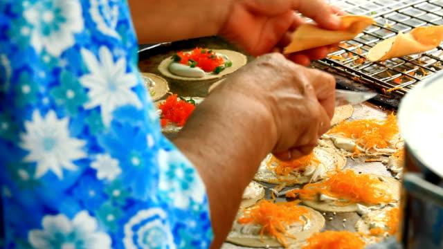 vídeos y material grabado en eventos de stock de crocantes panqueques, bangkok, tailandia - orange nueva jersey