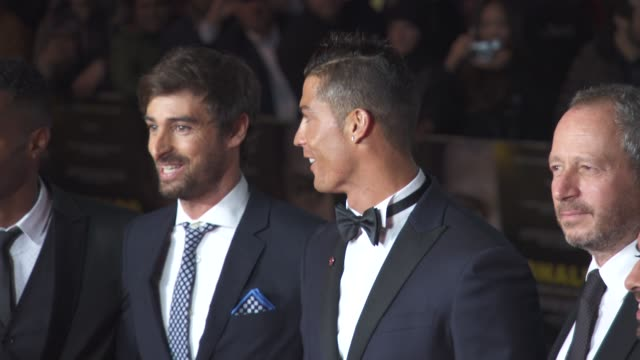 vídeos de stock, filmes e b-roll de cristiano ronaldo asif kapadia anthony wonke james gayrees jorge mendes at 'ronaldo' uk film premiere at vue west end on november 09 2015 in london... - estreia