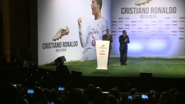 vidéos et rushes de cristiano ronaldo receives the golden boot award - bottes