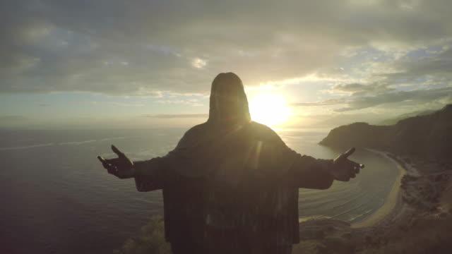 vídeos de stock e filmes b-roll de cristo rei, timor leste aerial tracking view - cristo redentor