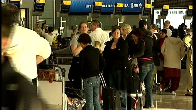 bmi criticises british airways over terminal 5 decision tx shots of queues of flight passengers/travellers waiting with baggage/suitcases at checkin... - flugpassagier stock-videos und b-roll-filmmaterial