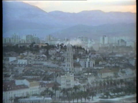stockvideo's en b-roll-footage met split david chater wounded gv split as smoke seen from shelling pull out lgv more buildings as thick black smoke seen - kroatië