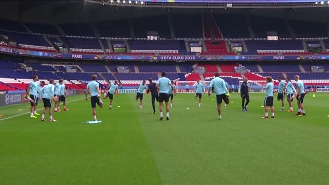 croatian national football team players take part in a training session led by head coach ante cacic at the parc des princes in paris france on june... - turno sportivo video stock e b–roll