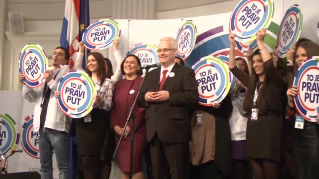 vídeos de stock, filmes e b-roll de croatia's next president will be determined by a runoff between social democratic party candidate ivo josipovic and croatian democratic union's... - letra maiúscula