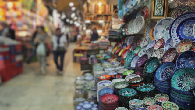 ms crockery for sale in grand bazaar, istanbul, turkey - turchia video stock e b–roll