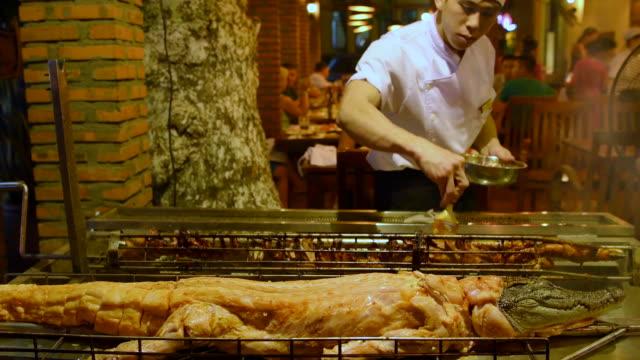 crocodile grilled in vietnamese restaurant - echte krokodile stock-videos und b-roll-filmmaterial