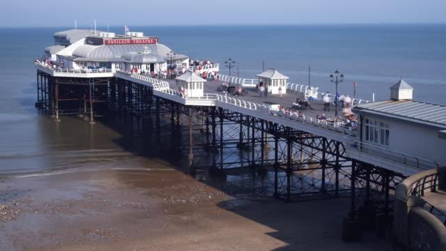 t/l ws ha cromer pier and beach, cromer, norfolk, united kingdom - pier stock videos & royalty-free footage