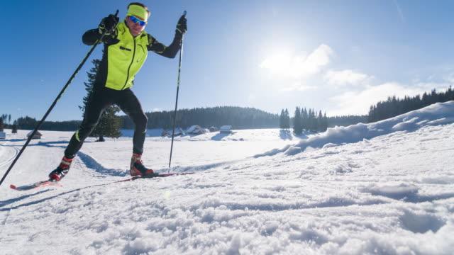 cross country ski skate skifahren bergauf - wettkampf stock-videos und b-roll-filmmaterial