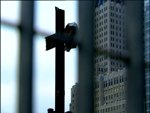 cross formed by two girders at ground zero site of 9/11 attack on world trade center manhattan - wrack stock-videos und b-roll-filmmaterial