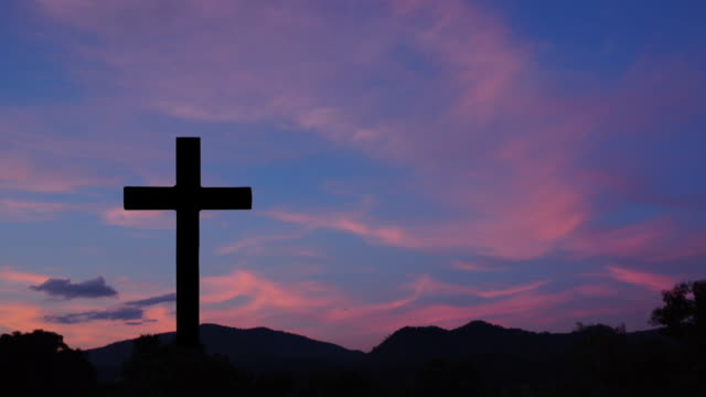 cross with sunset sky background - cristianesimo video stock e b–roll