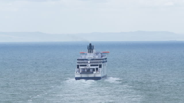 stockvideo's en b-roll-footage met cross-channel ferry cruising from dover to calais - uk