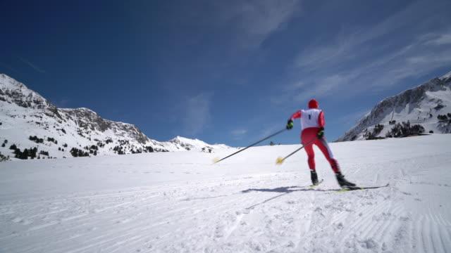 4k cross-country skiing video man skating - 競争点の映像素材/bロール