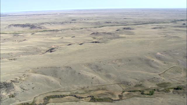 """Paysage aride de l """"intersection de South Corbeau Creek-Vue aérienne-Wyoming, du comté de Laramie, États-Unis"""