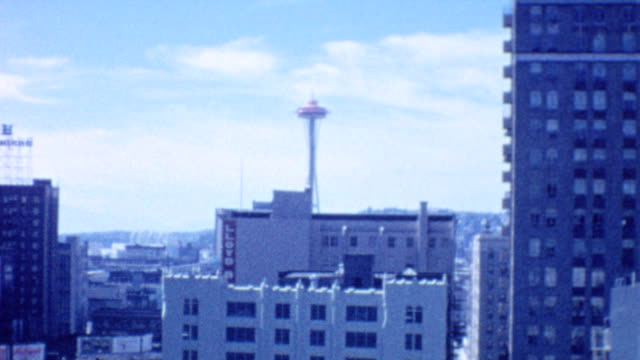 crossing from oregon to washington on interstate bridge / seattle downtown / space needle during world fair 1962 / interstate bridge and downtown on... - space needle bildbanksvideor och videomaterial från bakom kulisserna