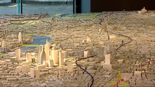 london mayor boris johnson unveils station designs england london int various shots of model showing route of new crossrail link across london... - クロスレール路線点の映像素材/bロール