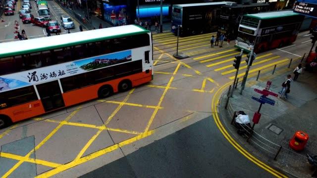 vidéos et rushes de carrefour à hong kong - transports publics