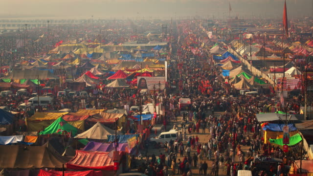 vídeos de stock e filmes b-roll de crossroads in the tented festival city thronging with hindu pilgrims - 2013
