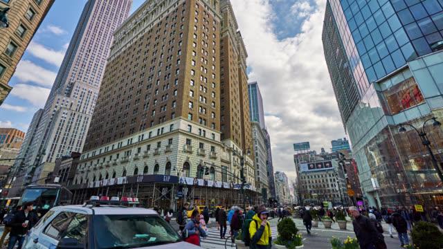 vídeos de stock e filmes b-roll de crossroads of 34th street and broadway - new york state