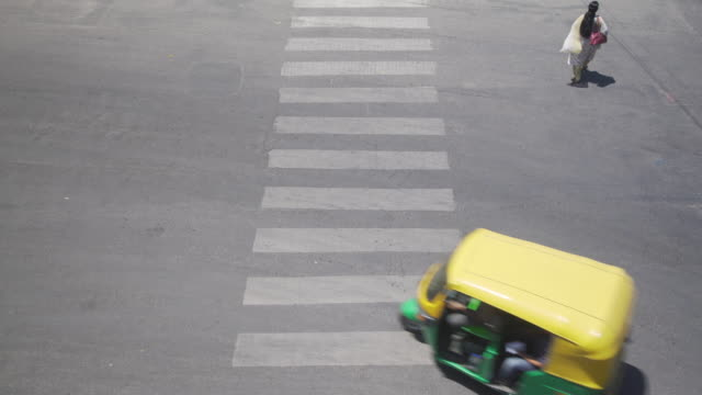 crosswalk india traffic high angle point of view, bangalore road - bangalore stock videos and b-roll footage