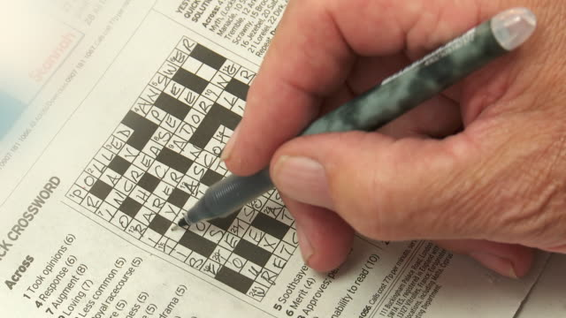 stockvideo's en b-roll-footage met ms crossword being solved - puzzel