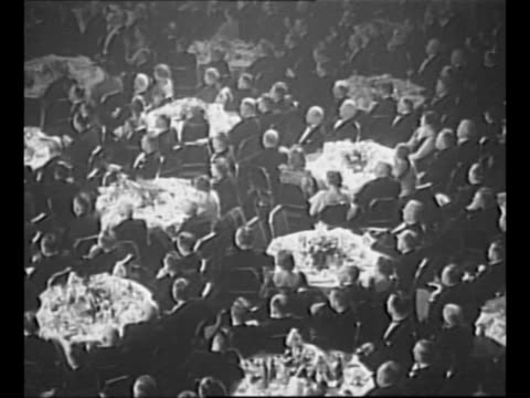 crowd at campaign parade for wendell willkie / 1939 montage diners in banquet hall during the congress of american industry at the waldorf astoria in... - waldorf astoria new york stock videos & royalty-free footage