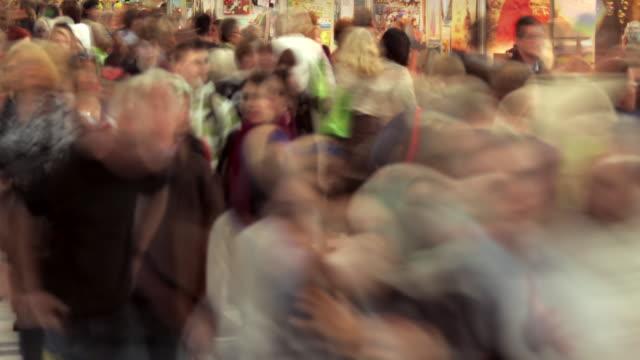vídeos y material grabado en eventos de stock de crowd at frankfurt book fair - exposición