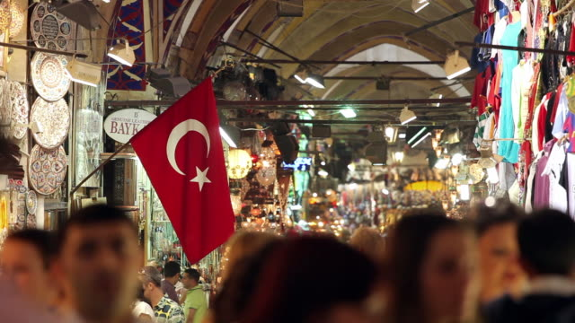 stockvideo's en b-roll-footage met ms selective focus crowd at grand bazaar / istanbul, turkey - istanboel