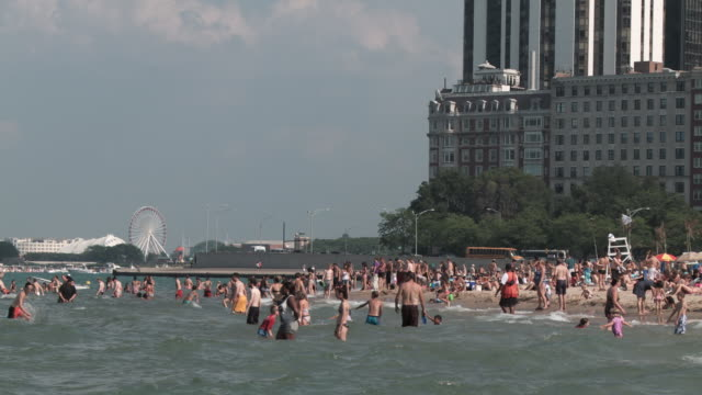 ws crowd at lake michigan / chicago, illinois, usa - lago michigan video stock e b–roll