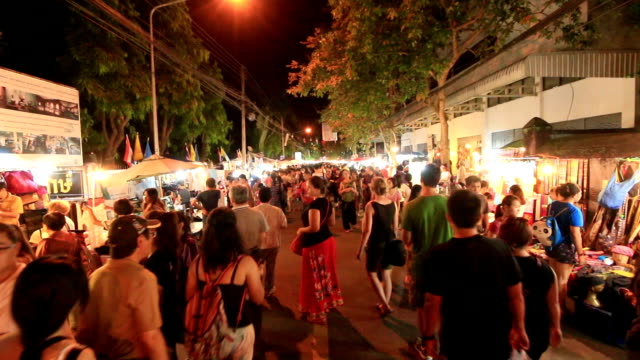 Menschenmenge at night market walking street, Chiang Mai, Thailand