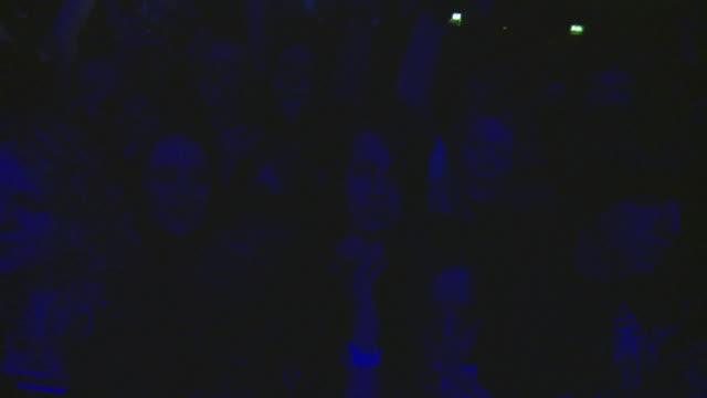 ha ms crowd at rock concert / london, united kingdom - kopf schütteln stock-videos und b-roll-filmmaterial