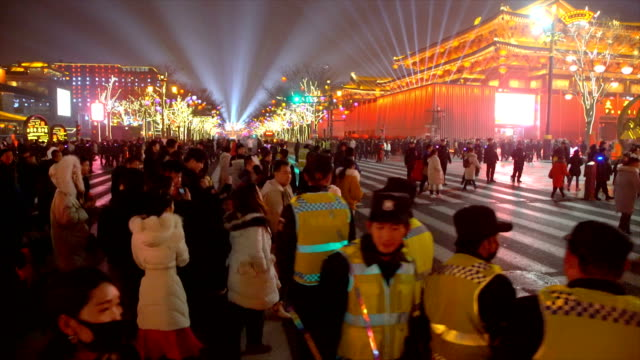 crowd at scenic spot for celebrate chinese spring festival / xi'an, shaanxi, china - 伝統的な祭り点の映像素材/bロール