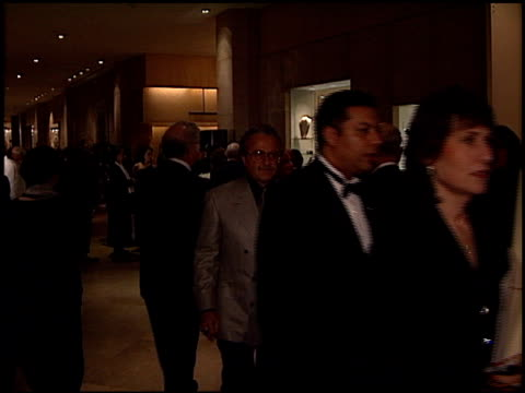 stockvideo's en b-roll-footage met crowd at the 1998 producers guild of america awards at the beverly hilton in beverly hills california on march 3 1998 - producers guild of america
