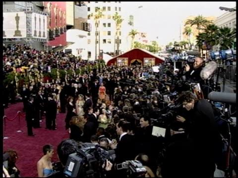 crowd at the 2004 academy awards arrivals at the kodak theatre in hollywood, california on february 29, 2004. - the kodak theatre bildbanksvideor och videomaterial från bakom kulisserna
