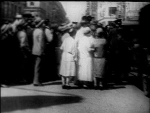view crowd by car at rudolph valentino's funeral procession / nyc / newsreel - 1926 stock videos & royalty-free footage