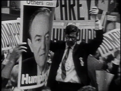 vídeos y material grabado en eventos de stock de crowd celebrating hubert humphrey / united states - 1968