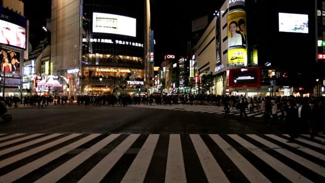 crowd crossing shibuya junction - shibuya crossing stock videos & royalty-free footage