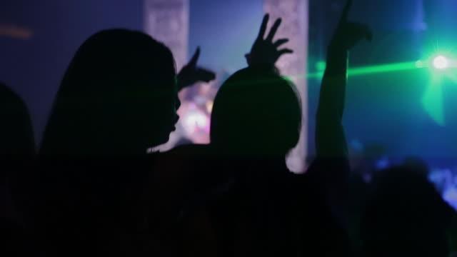 crowd dancing in tokyo nightclub, medium shot - nachtleben stock-videos und b-roll-filmmaterial